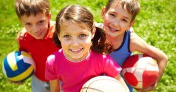 Dans quelles circonstances cardiologiques faut-il refuser de signer le certificat attestant de l'absence de contre-indication à la pratique sportive chez l'enfant?